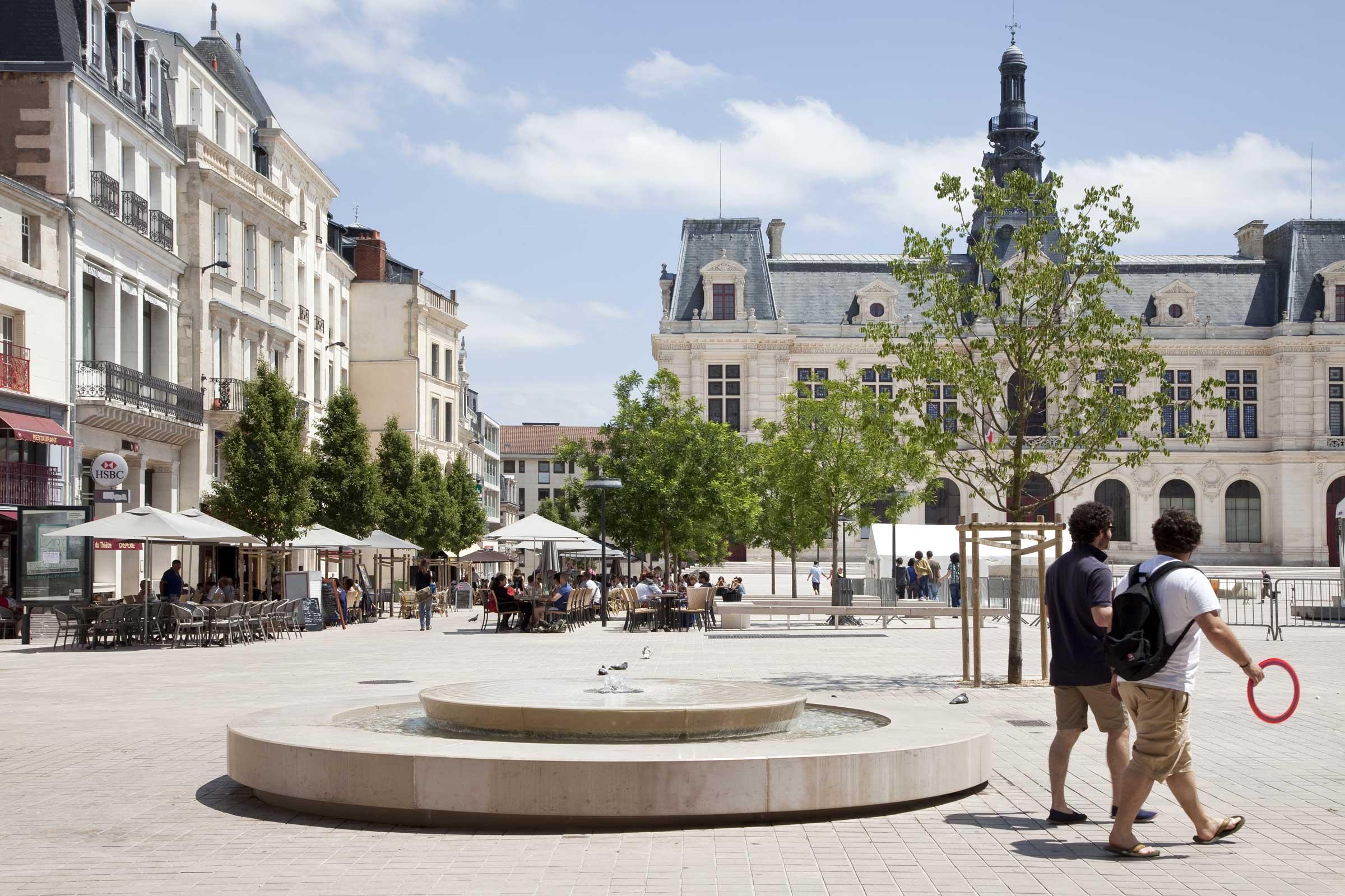 Centre ville atl architectes urbanistes paysagistes for Piscine poitiers