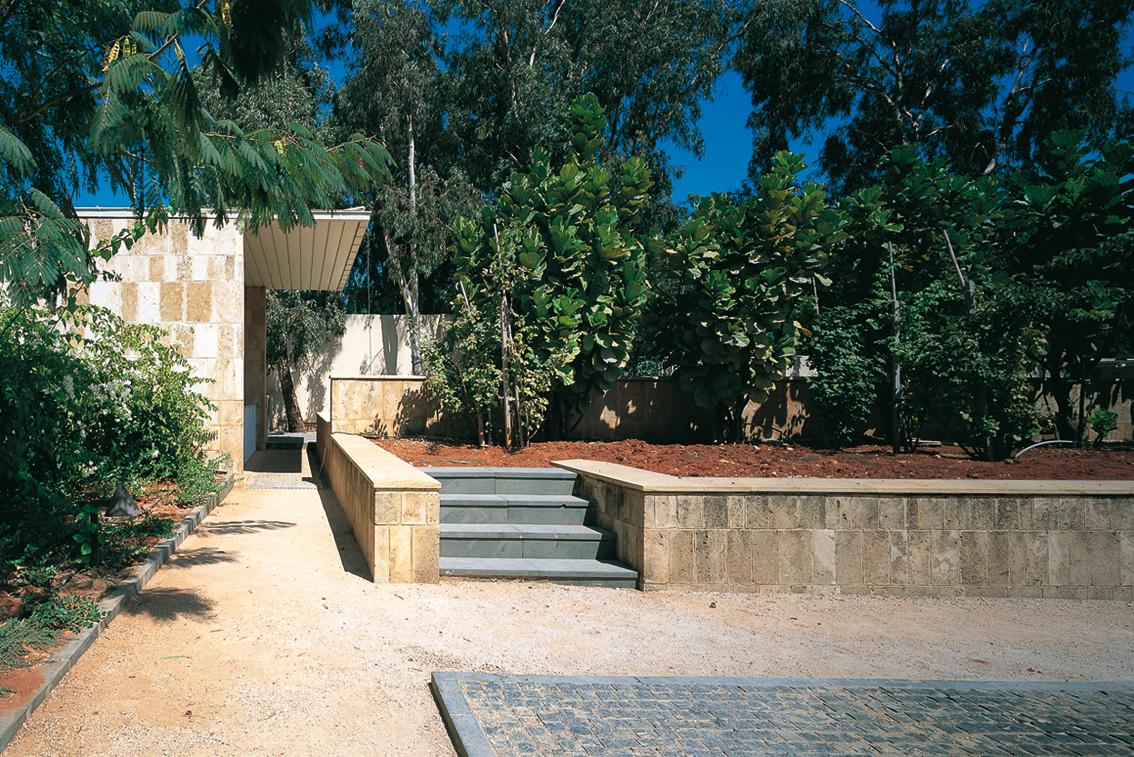 Les jardins de l ambassade de france et la place publique for Jardin publiques