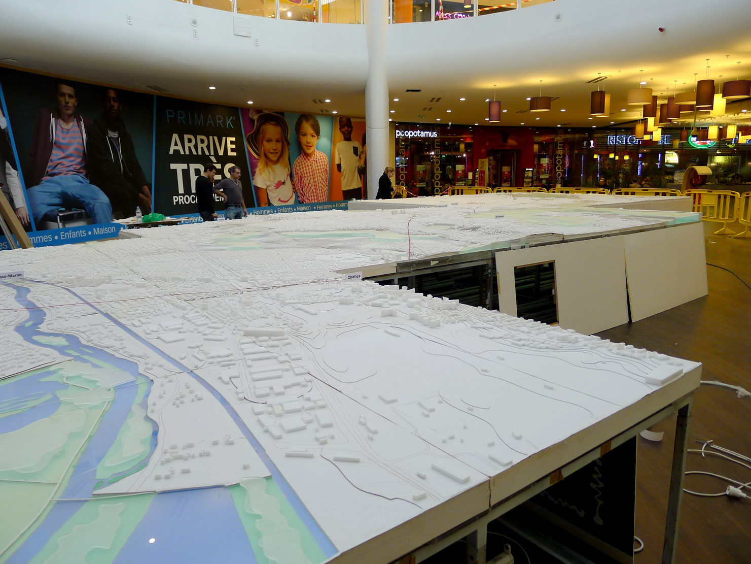 Exhibition of the dorsale est model at the shopping mall for Brocante aulnay sous bois