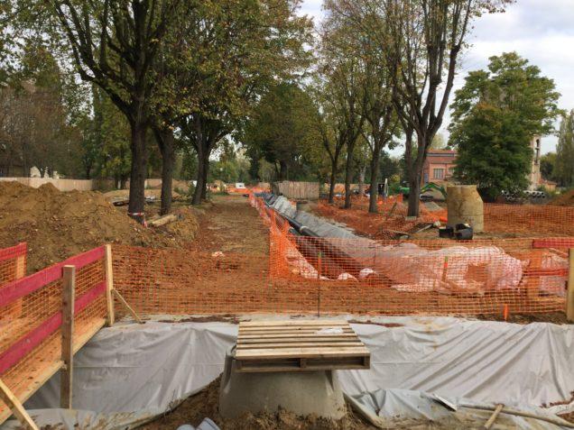 L'aménagement des nouveaux espaces publics conserve les alignements d'arbres. Les sujets préservés sont protégés pendant les chantiers (voiries et bâtiments).